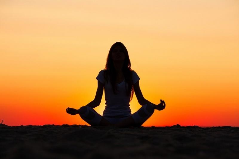 afd744_YogaWomanSilhouette-850x567